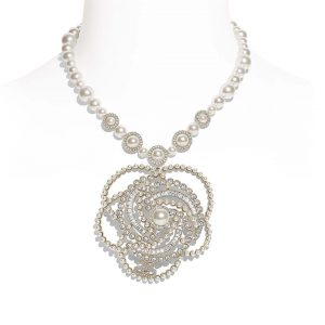 Chanel Women Necklace in Metal Glass Pearls & Diamantés-White
